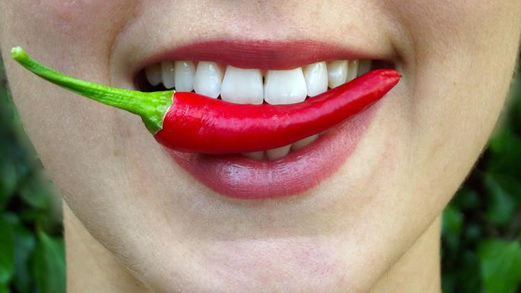 Afte in bocca: come curarle con i rimedi naturali, senza farmaci